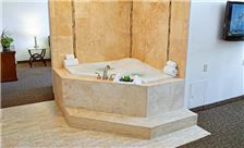 livinn-maplewood-jacuzzi-suite-tub-1