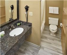 LivINN Hotel St. Paul - I-94 - East 3M Area Rooms - LivINN Hotel St. Paul Bathroom