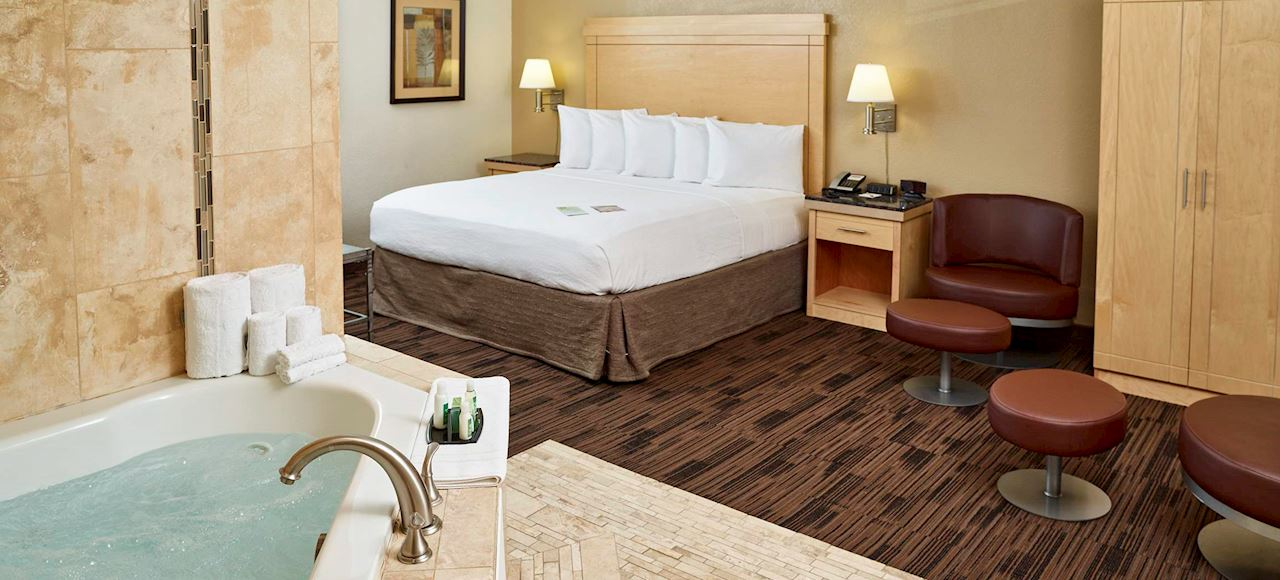 Hotel In St. Paul, MN With Jacuzzi Suites - LivINN Hotel
